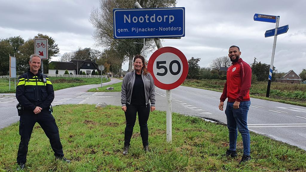 Driemensschap Nootdorp, wijkagent Bas van Baarle, wijkmanager Karin Beek en jongerenwerker Younes El Mghari